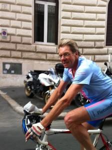 12juni2012_19_De grote blond krachtpatser fiets Rome binnen, naturelle, zonder helm