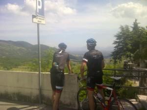 14juni2012_9_Peter en Onno bewonderen het uitzicht vanuit Vico nel Lazio