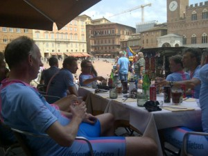 Lunch op het plein in Siena