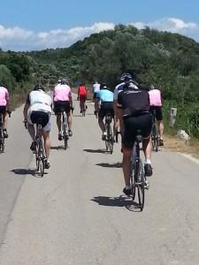 6juni2013_8_De groep langs Olympia volgt de rode punt op de horizon