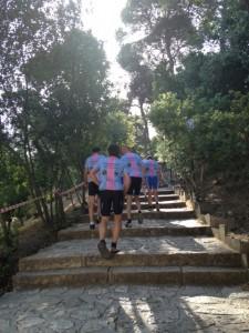 8juni2013_1_De eerste hoogtemeters van de dag, de trappen van het theater van Epidauros
