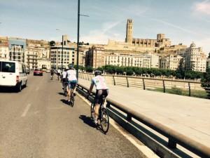 Juni 1, 2015 In Lleida, koffie aan de voet van de kathedraal (9)