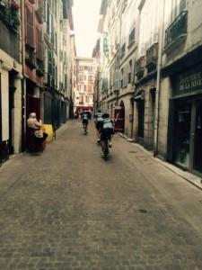 Juni 5, In de straatjes van Bayonne, vlak voor de finish (6)